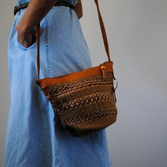 vintage woven purse / shoulder bag