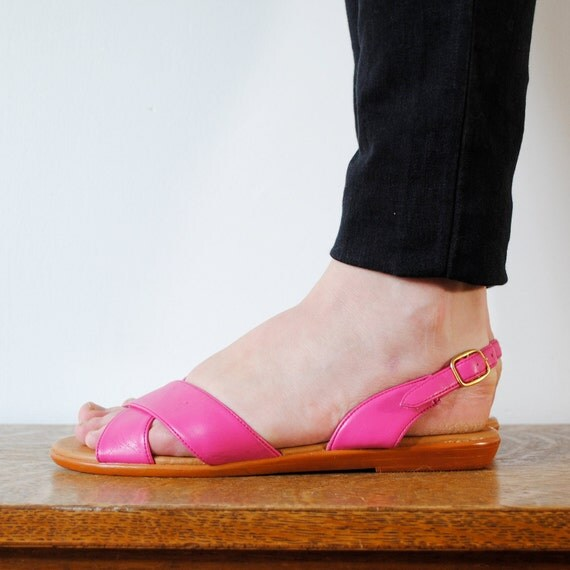 vintage shoes / neon pink strappy sandals (size 8)
