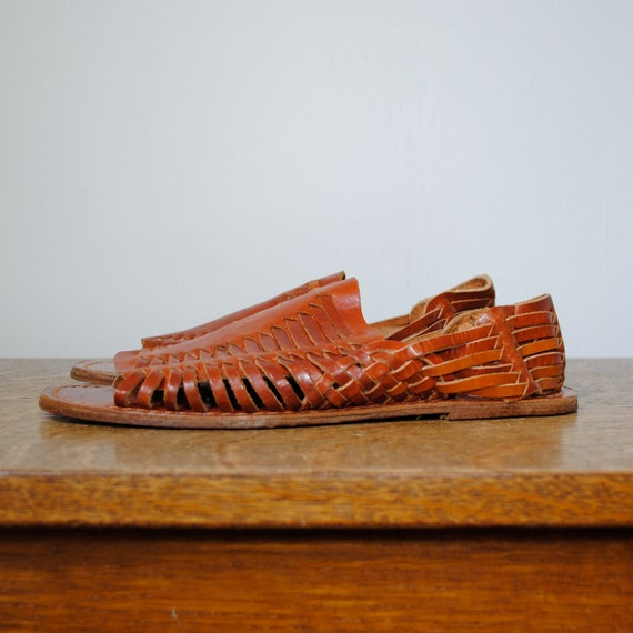 RESERVED vintage shoes / brown leather woven huarache sandals  (size 8)