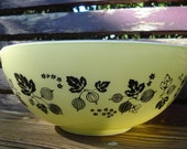 Vintage Pyrex Yellow Gooseberry 4 QT Bowl
