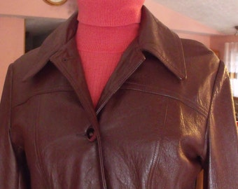 SALE Leather by New England Sports Wear Co vintage leather women jacket size P8 see the measurements.gift