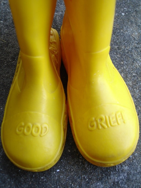NEWLY REDUCED Vintage Snoopy Galoshes