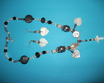 Mother of pearl necklace with matching earrings