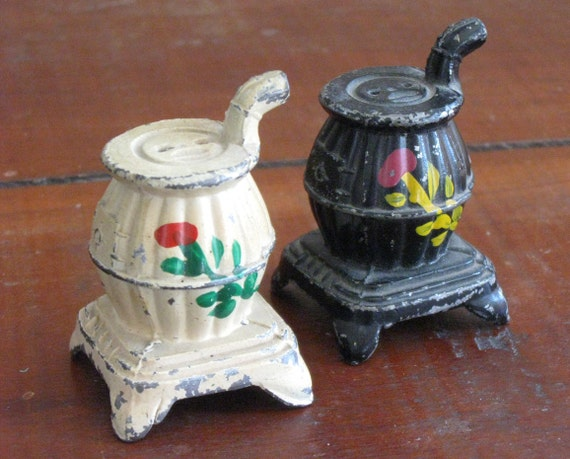 Vintage Salt and Pepper Shakers Cast Iron Stove