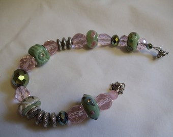 "7 3/4"" Pink and Green  Beaded Bracelet"