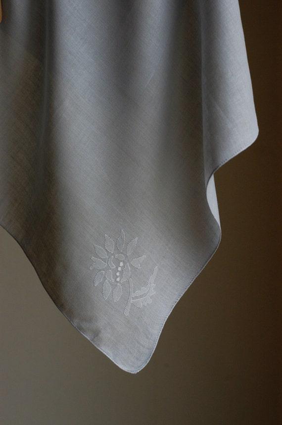 Vintage Linen Embroidered Napkins - set of 5