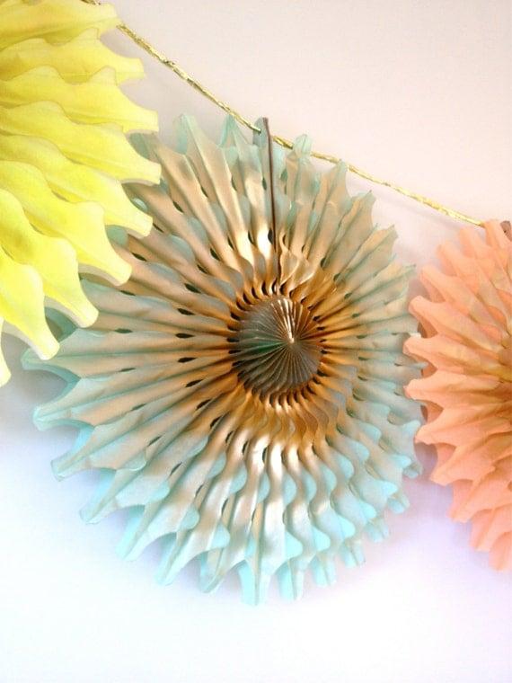 Fancy Frill Tissue Fan