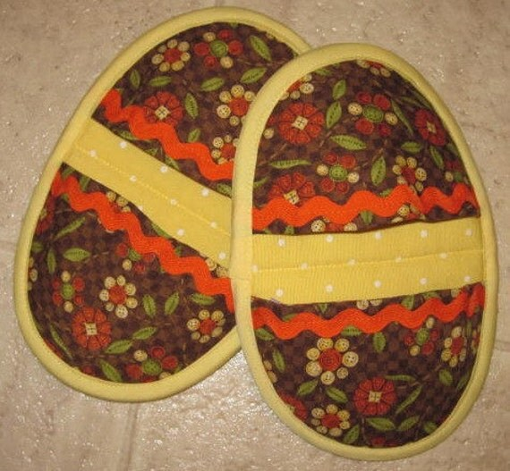 Yellow Pot Pinchers/Pot Holders w/Brown Floral Pockets - Set of 2