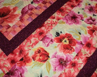 Queen Reversible quilt.  Tropical Floral. Coastal Bedroom. Hawaiian flowers quilt.  Long Arm Quilted