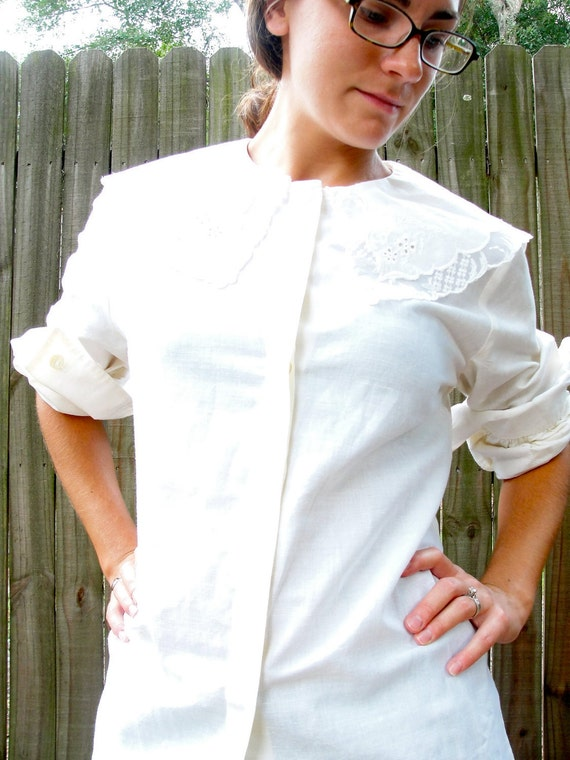 Vintage1980s Blouse / Vintage Peasant Blouse / Lace and Embroidered Collar