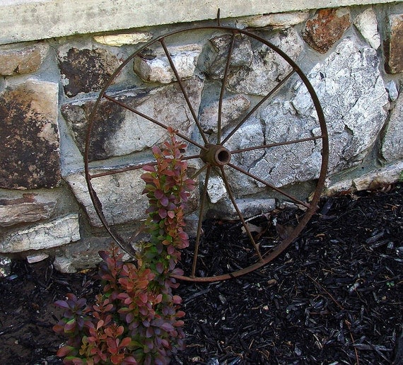 30 Inch Iron Wagon Wheel Great Garden Decor Flower Bed Pot Rack