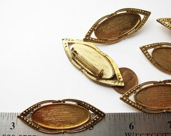 6 Vintage gold tone decorative brooches HC023.