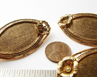 3 Vintage flowers accented gold tone brooches HC044.