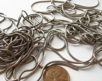 6 39 inch pieces of Vintage Snake silver tone chain HC050.