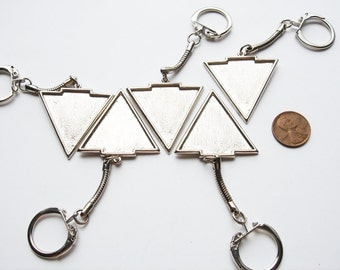 5 pieces Vintage Triangular key chains in silver tone HC120.