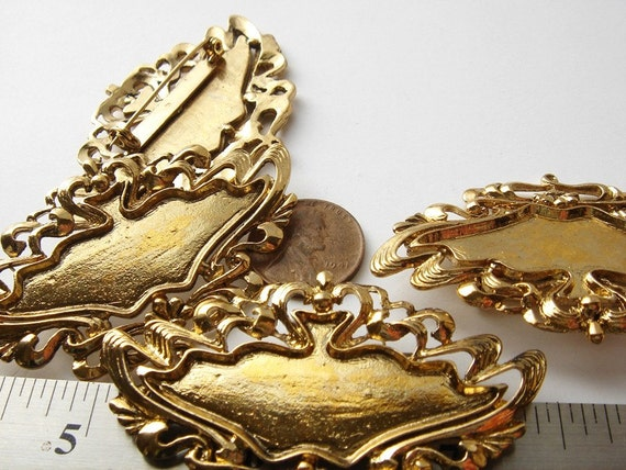 4 Vintage gold tone French decorative Brooches HC042