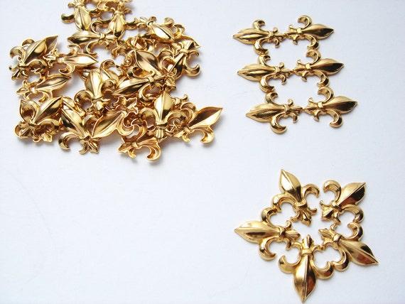 20 Vintage Gold tone Fleur de Lis embellishments HC090.