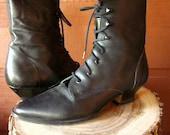 80's Black Lace Up Boots - Victorian Leather // VTG Size 6