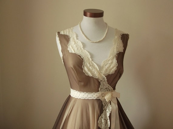 1970's Vintage Peignoir Robe in Coffee and Cream