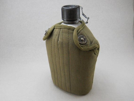 aluminum canteen, military style, with olive carrying case and belt hook, great for camping