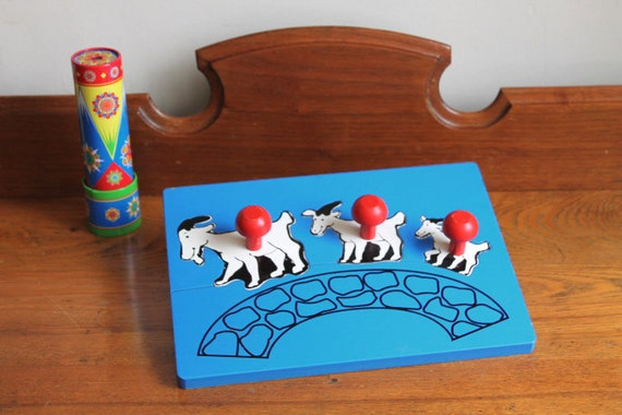 Vintage Wooden Peg Puzzle - Three Billy Goats Gruff Puzzle
