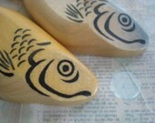 Vintage wooden fish (fishies), for vintage kitchen and/or vintage kids toy OR gift for a pisces