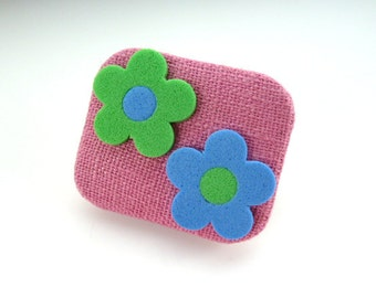 fabric brooch pink -- Square pink fabric pin badge with blue & green flowers