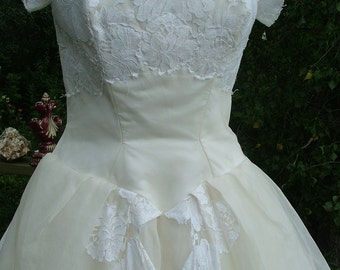 Wedding dress Vintage 1950s ballgown silk chantilly lace sz 10 12
