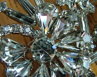 Vintage 1940s 1930s art deco style rhinestone brooch bustle bouquet pin jewelry