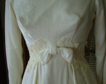 Velvet wedding dress from the 1960s sheath with detachable train