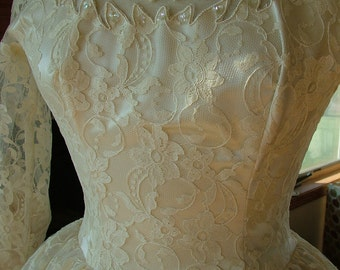 Vintage wedding dress 1950s tea length ballerina tulle with lace appliques