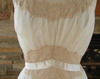 Vintage peignoir set ecru  ivory nightgown honeymoon set evening cocktail dress
