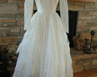 Wedding dress vintage 1950s lace princess tiers sleeves or strapless bridal gown ballgown