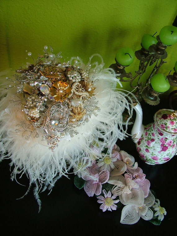 Wedding bouquet bridal bouquet antique brooches pins pearls crystal huge ostrich feathers bridal flowers