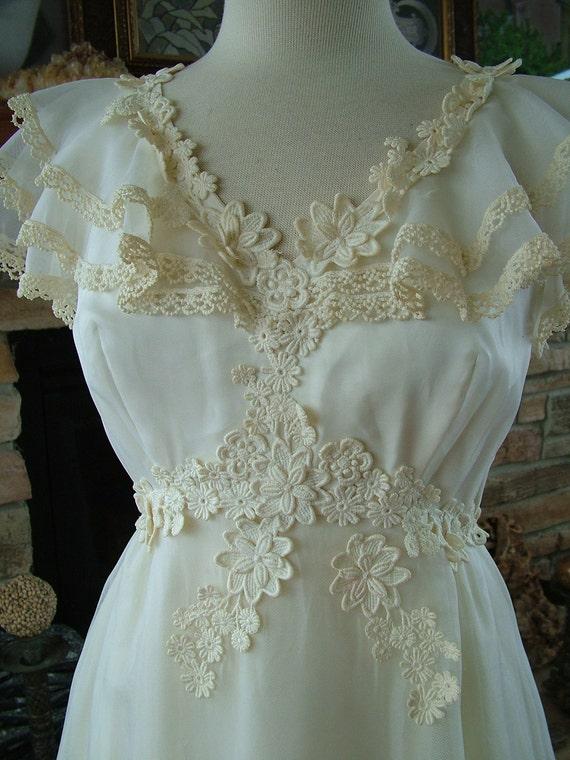 Wedding dress 1970s vintage bridal gown lace appliques ruffles boho hippie chic fairy garden wedding