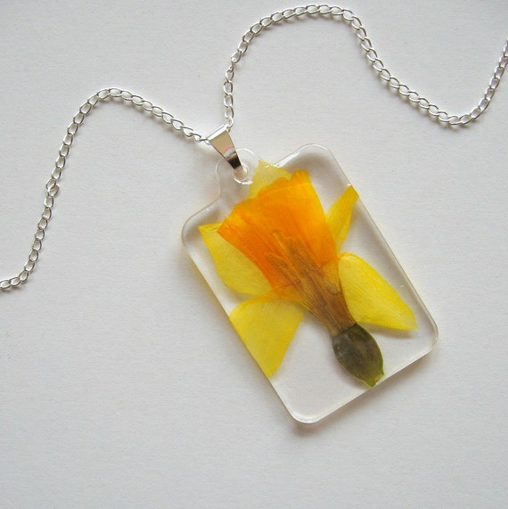 Spring Daffodil - Real Flower Garden Necklace