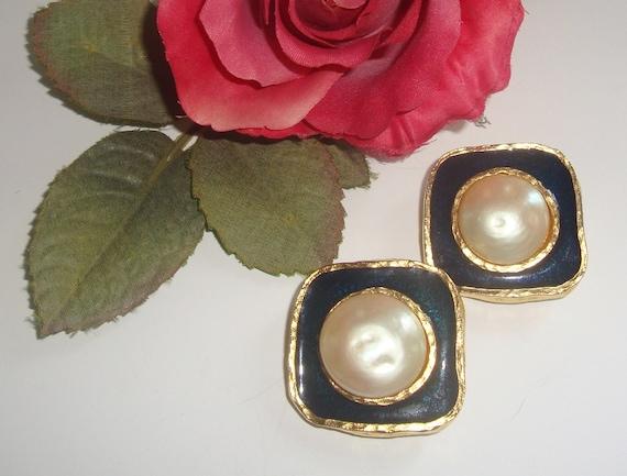 Vintage 80s, Designer YOSCA, Earrings, Navy Blue Enamel, glass Mabe Pearl, Goldtone, Classic,