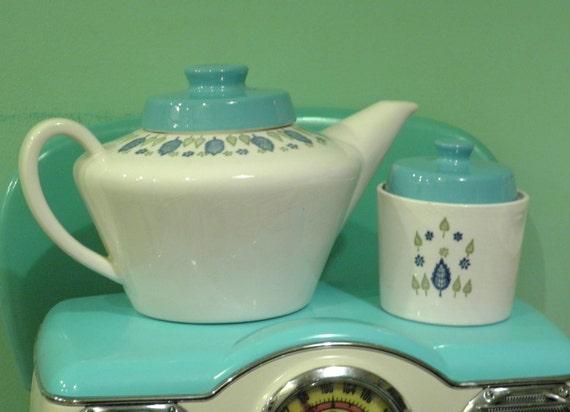 Vintage Swiss Chalet Teapot and Sugar Bowl, Marcrest Swiss Alpine, 1960 Retro Mid Century