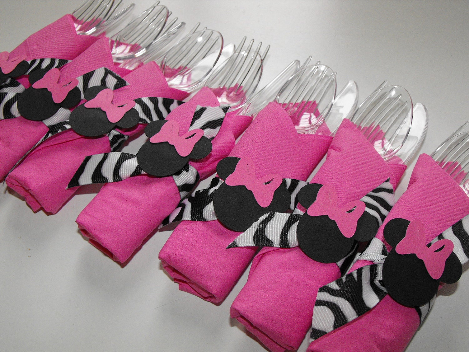 Minnie mouse napkin rings 10 birthday napkin cutlery zebra for Pink and zebra bathroom ideas