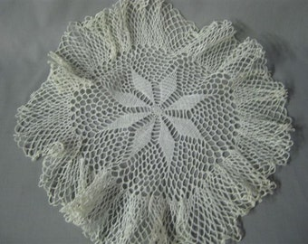 Vintage doilies. Set of three