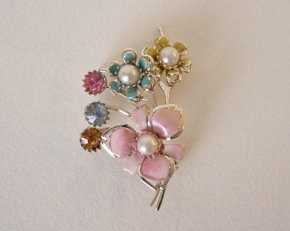 Very Sweet Vintage 1950's FLOWER BUNCH Pin w/ Enameling, Rhinestones & Pearls