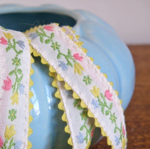 SALE -- vintage  white trim with flowers SWEETNESS