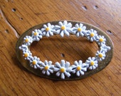 Daisy Pin-Oval Gold Brooch/Pin with Enamel Daisies