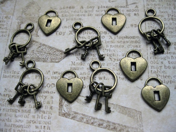 10 Charms: 5 heart locks charms and 5 key charms - C183