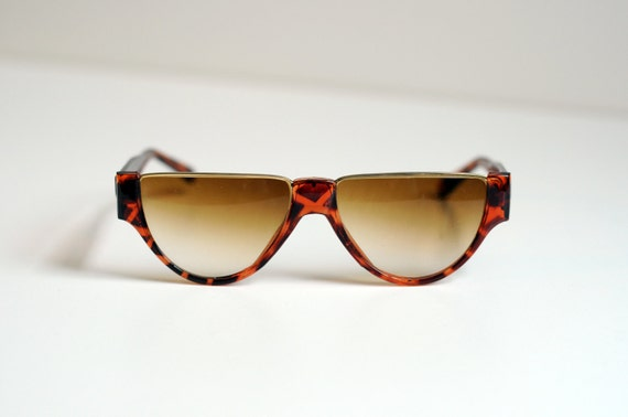 tortoiseshell sunglasses, straight flat top, orange brown, gold metal, brown fade lens