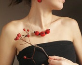 Elegant and simple felted set for your Christmas in scarlet red and black