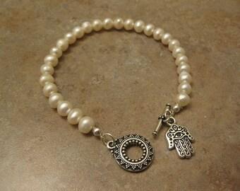 hamsa, pearl bracelet, hamsa bracelet, hamsa jewelry, pearl jewelry, hamsa hand bracelet, hamsa hand jewelry, khamsa bracelet,Hand of Fatima