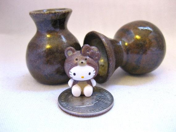 The Hello Baby Bear Pair of Ceramic Miniature Vases