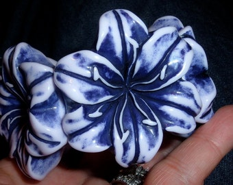 chunky carved purple resin daisy flowers floral stretch bracelet