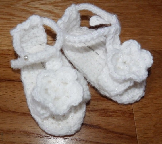 Baby sandle - crochet with flower with adjustable ankle strap